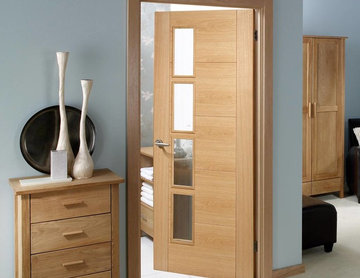 VANCOUVER OAK 4L DOOR WITH CLEAR GLAZED OFFSET AND A LACQUER VARNISH FINISH