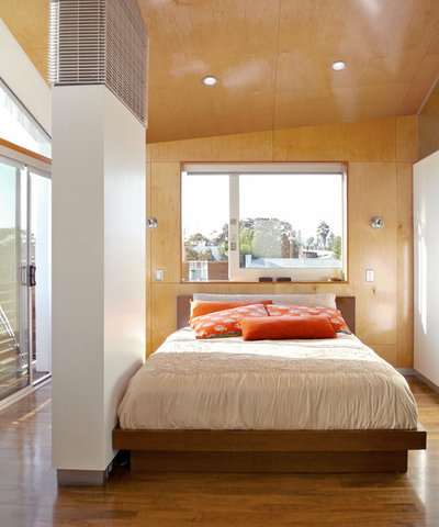 Contemporary Bedroom by (fer) studio