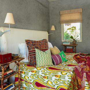 Kleines Stilmix Schlafzimmer mit grauer Wandfarbe in Los Angeles