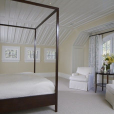 Traditional Bedroom by Vicente Burin Architects