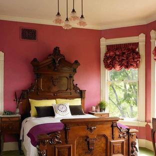Foto de dormitorio tradicional, de tamaño medio, sin chimenea, con paredes azules