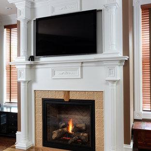 Свежая идея для дизайна: большая хозяйская спальня в викторианском стиле с коричневыми стенами, темным паркетным полом, стандартным камином и фасадом камина из плитки - отличное фото интерьера