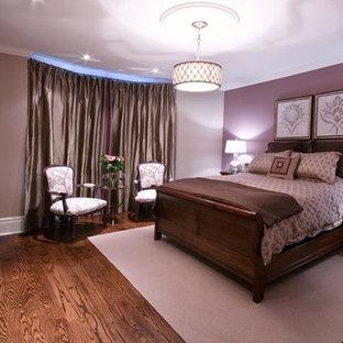 Idee per una camera matrimoniale chic di medie dimensioni con pareti viola, parquet scuro, camino classico e cornice del camino in legno