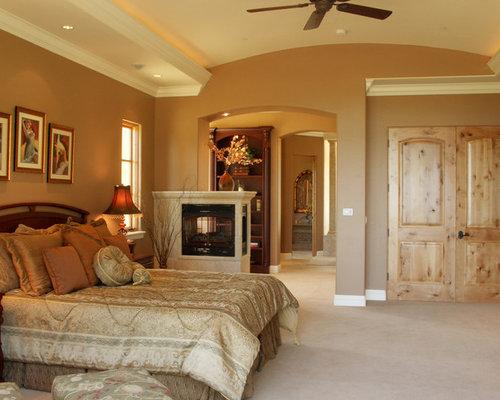 chambre m diterran enne avec une chemin e double face photos et id es d co de chambres. Black Bedroom Furniture Sets. Home Design Ideas