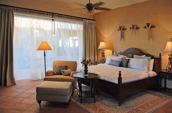 Mediterranean Bedroom by DIAZ DE LUNA SIGNATURE