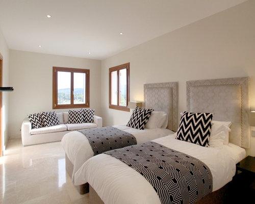 chambre m diterran enne avec un sol en marbre photos et id es d co de chambres. Black Bedroom Furniture Sets. Home Design Ideas