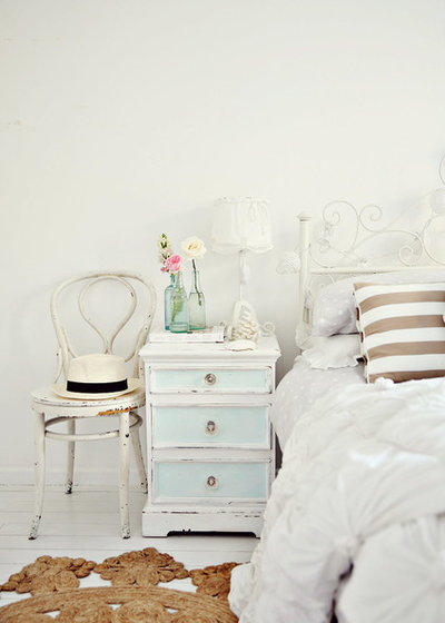 Shabby-chic Style Bedroom by A Beach Cottage