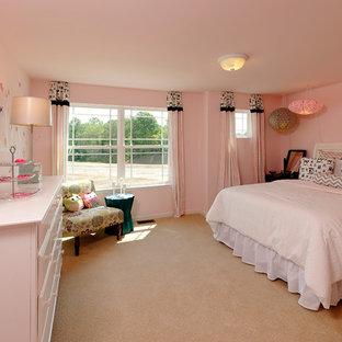 Exemple d'une chambre d'amis asiatique avec un mur rose.