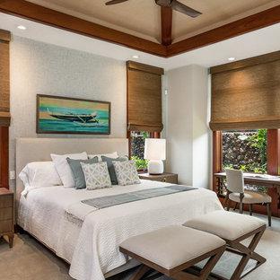 Foto de dormitorio tropical con paredes blancas, moqueta y suelo gris