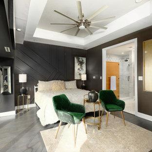 Idées déco pour une chambre parentale classique avec un mur noir, un sol en bois foncé, aucune cheminée, un plafond décaissé et du lambris.