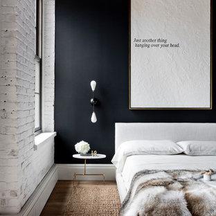 ニューヨークのインダストリアルスタイルのおしゃれな寝室 (黒い壁) のレイアウト