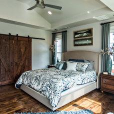Craftsman Bedroom by Sasser Construction L.C.