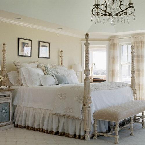 Chambre romantique avec un mur beige : Photos et idées déco de ...