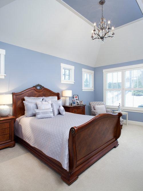 Camera da letto con pavimento con piastrelle in ceramica e pareti ...