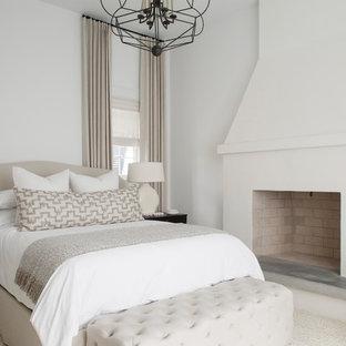 На фото: хозяйские спальни среднего размера в морском стиле с белыми стенами, стандартным камином и фасадом камина из штукатурки