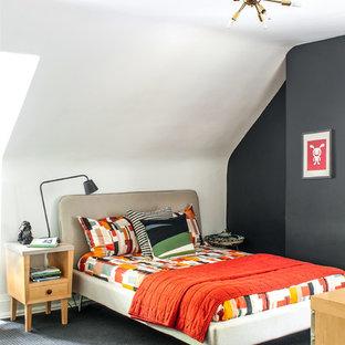 Cette photo montre une chambre avec moquette tendance avec un mur noir et aucune cheminée.