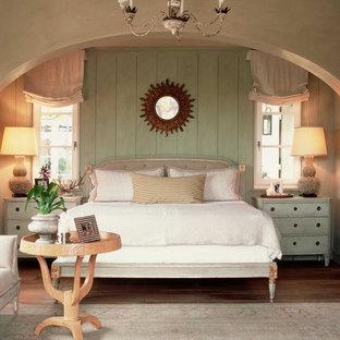 Idéer för shabby chic-inspirerade sovrum, med gröna väggar