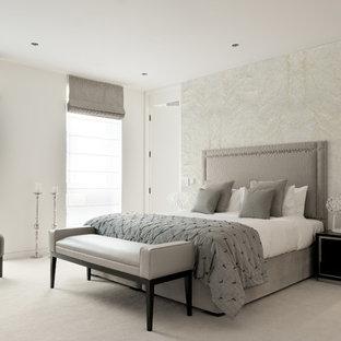 Cette Photo Montre Une Chambre Tendance Avec Un Mur Blanc Et Un Sol Gris.