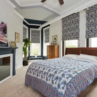 Diseño de dormitorio tipo loft, urbano, con paredes blancas, moqueta, chimenea tradicional y marco de chimenea de madera