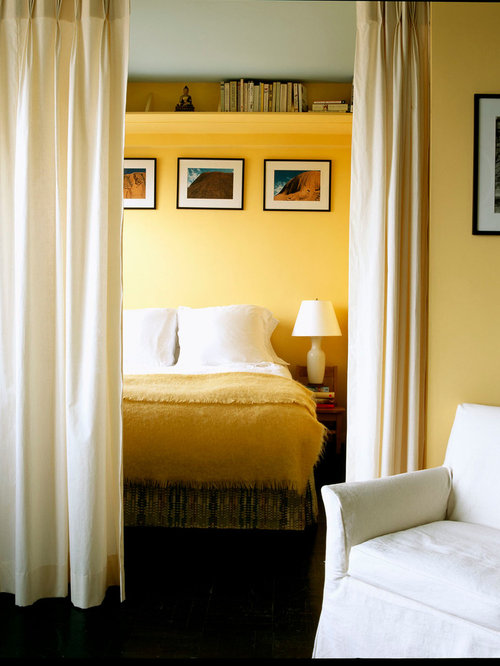 chambre avec un mur jaune photos et id es d co de chambres. Black Bedroom Furniture Sets. Home Design Ideas