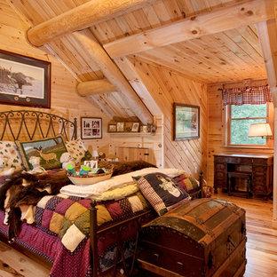 Ejemplo de habitación de invitados rústica de tamaño medio
