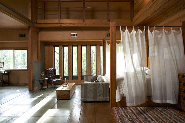 Rustic Bedroom by Vacation Home Builders