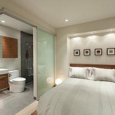 Modern Bedroom by Schreyer Construction Ltd.