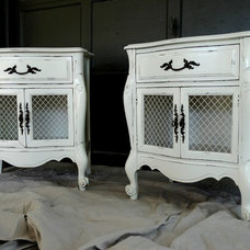 Farmhouse Bedroom by Painted Pearls: Furniture Rehab