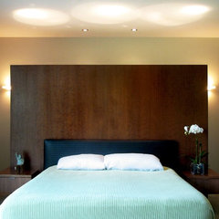 modern bedroom by William Duff Architects, Inc.