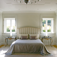 traditional bedroom by Studio William Hefner