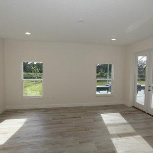 Неиссякаемый источник вдохновения для домашнего уюта: большая хозяйская спальня в стиле современная классика с белыми стенами, полом из керамической плитки и серым полом