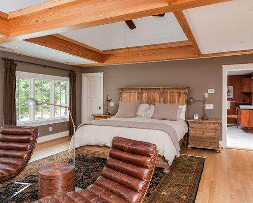 138 craftsman bedroom with brown walls design ideas for Craftsman bedroom ideas