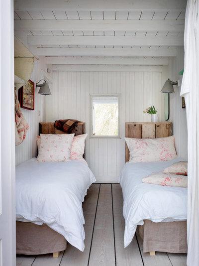 ビーチスタイル 寝室 by Cabbages & Roses Ltd