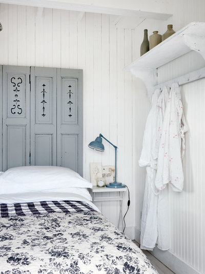 Coastal Bedroom by Cabbages & Roses Ltd