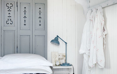 How to Create the Pale and Pretty Coastal Look