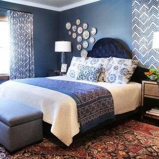 Esempio di una camera da letto chic