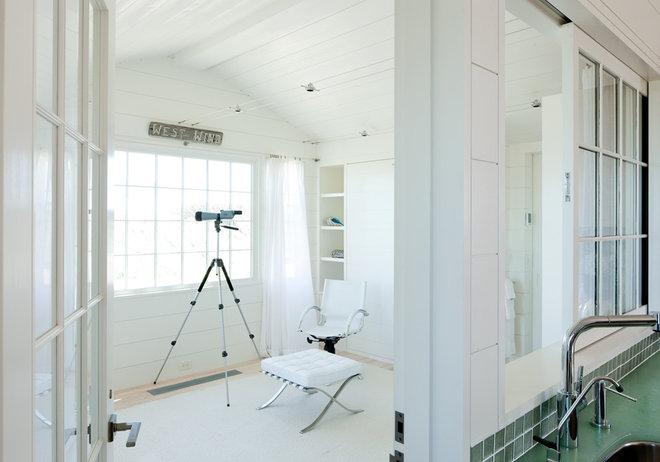 Beach Style Bedroom by Woodmeister Master Builders