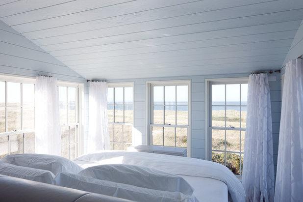 Coastal Bedroom by Woodmeister Master Builders