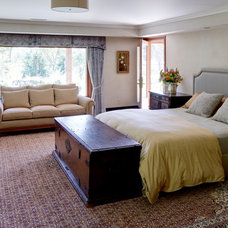Traditional Bedroom by Urban Chalet Inc.