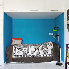 Eclectic Bedroom by ijzersterk interieurontwerp