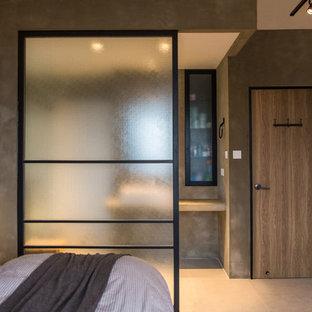 Immagine di una camera da letto stile rurale con pareti grigie