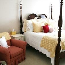 Traditional Bedroom Yellow and red bedroom combo