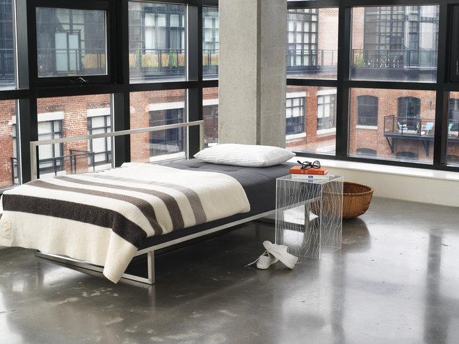 Modern Bedroom by YLiving.com