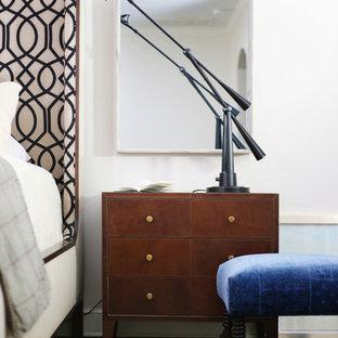 На фото: спальня среднего размера в классическом стиле с кирпичным полом и красным полом с