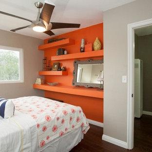 Idéer för små eklektiska gästrum, med orange väggar och mörkt trägolv