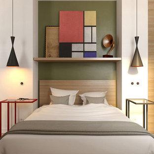 ロサンゼルスの小さいコンテンポラリースタイルのおしゃれな主寝室 (白い壁、竹フローリング)