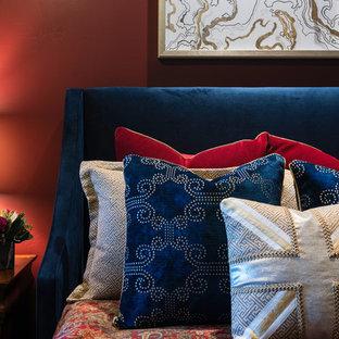 Modelo de habitación de invitados rural, de tamaño medio, sin chimenea, con paredes rojas, moqueta y suelo gris