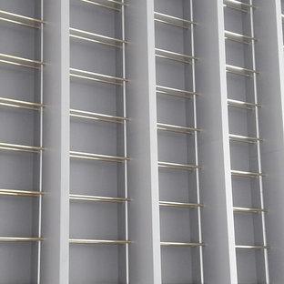 アリカンテの大きいエクレクティックスタイルのおしゃれなワインセラー (ディスプレイラック) の写真