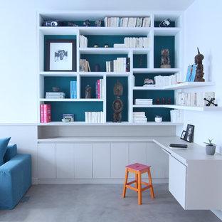パリのモダンスタイルのおしゃれなホームオフィス・仕事部屋の写真