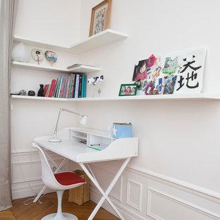 Inspiration pour un bureau design avec un bureau indépendant.
